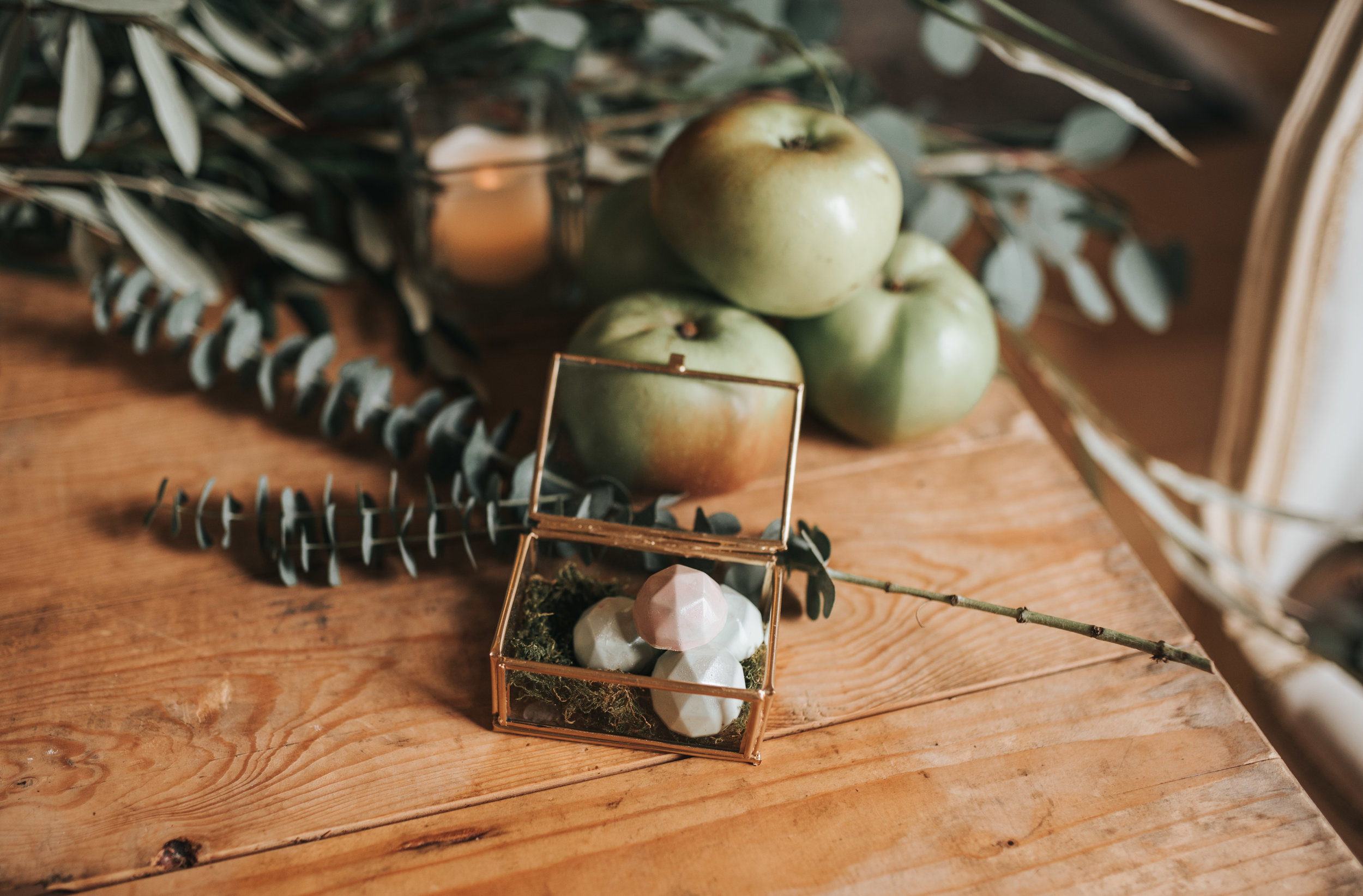Apple and dusty white image for matrimonial pictures.jpg