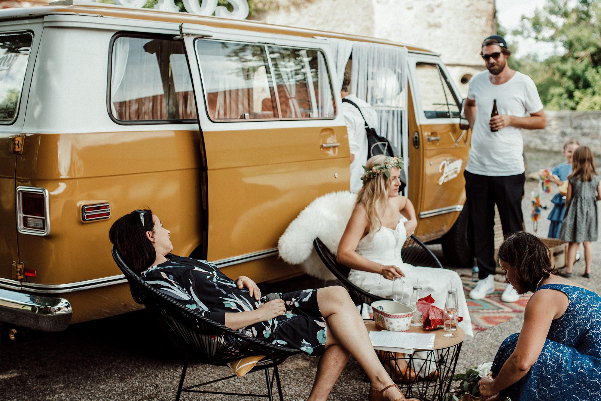Jimmy Fotobus Photobooth im vintage Fotobus Hochzeit