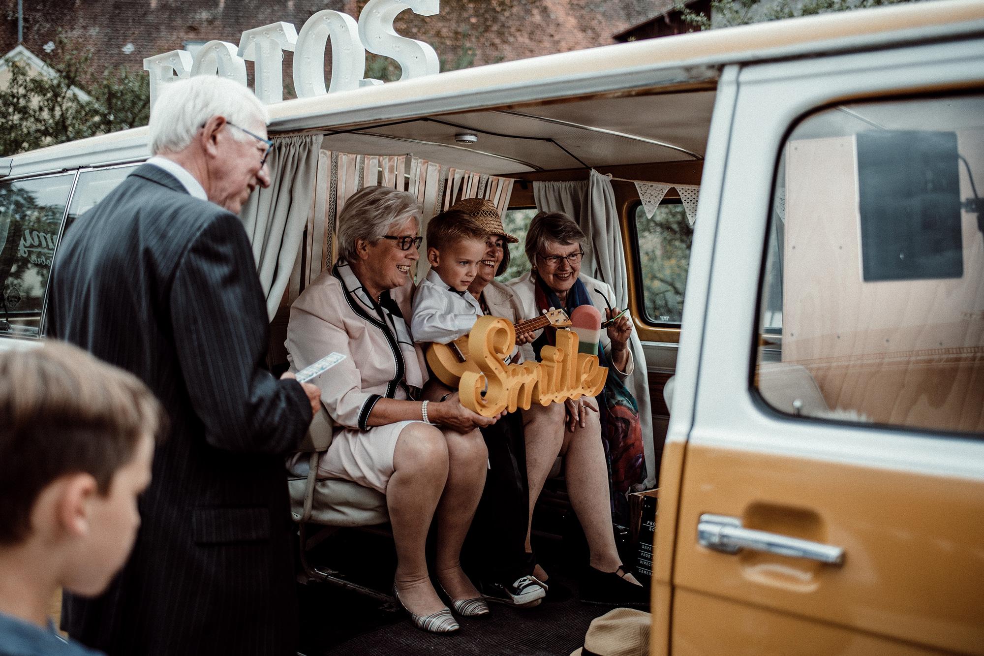 Fotobus-Jimmy-Fotobulli–Hochzeit-Fotobooth-Fotobox-V15.jpg