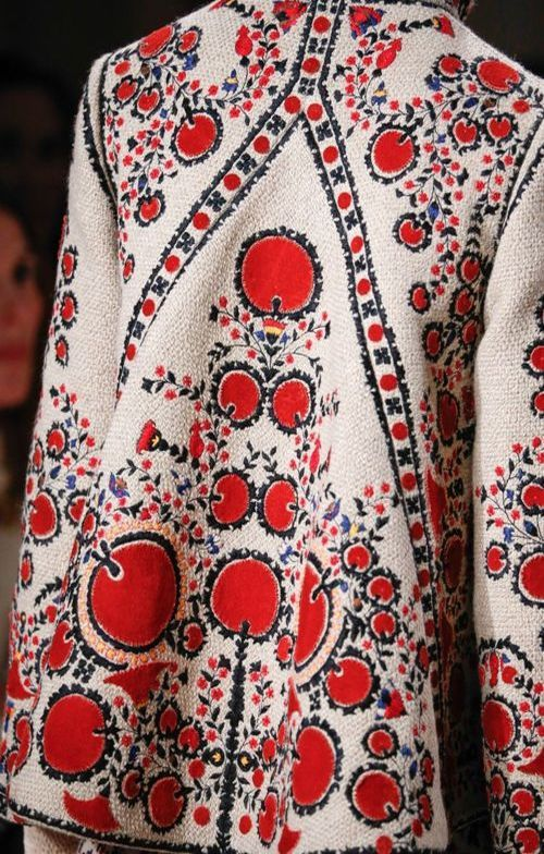 Bulgarian costumes are full of bright colours. Image source: https://laelegantia.com/2015/12/11/bulgarian-inspired-valentino-collection/
