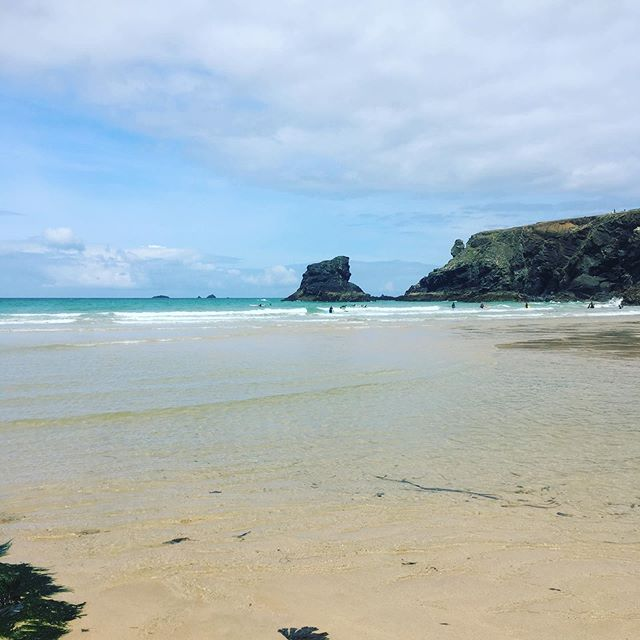 If you stay with us you you'll be spoilt for choice for beautiful beaches. We found this beautiful spot and even on a sunny August day it was quiet and peaceful... bliss #beach #heaven #rockpoolholidays #tidalpool #summerloving #beachesfordays #cornwall