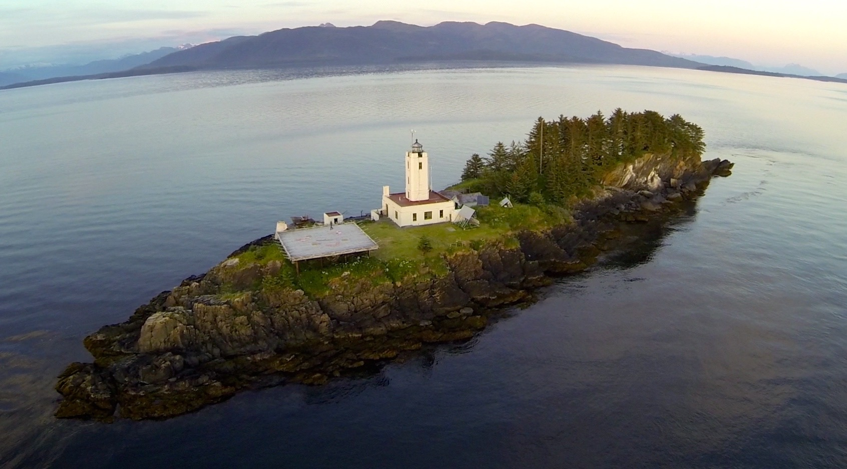 FIVE FINGER LIGHTHOUSE (31 steps from the water to the grass)