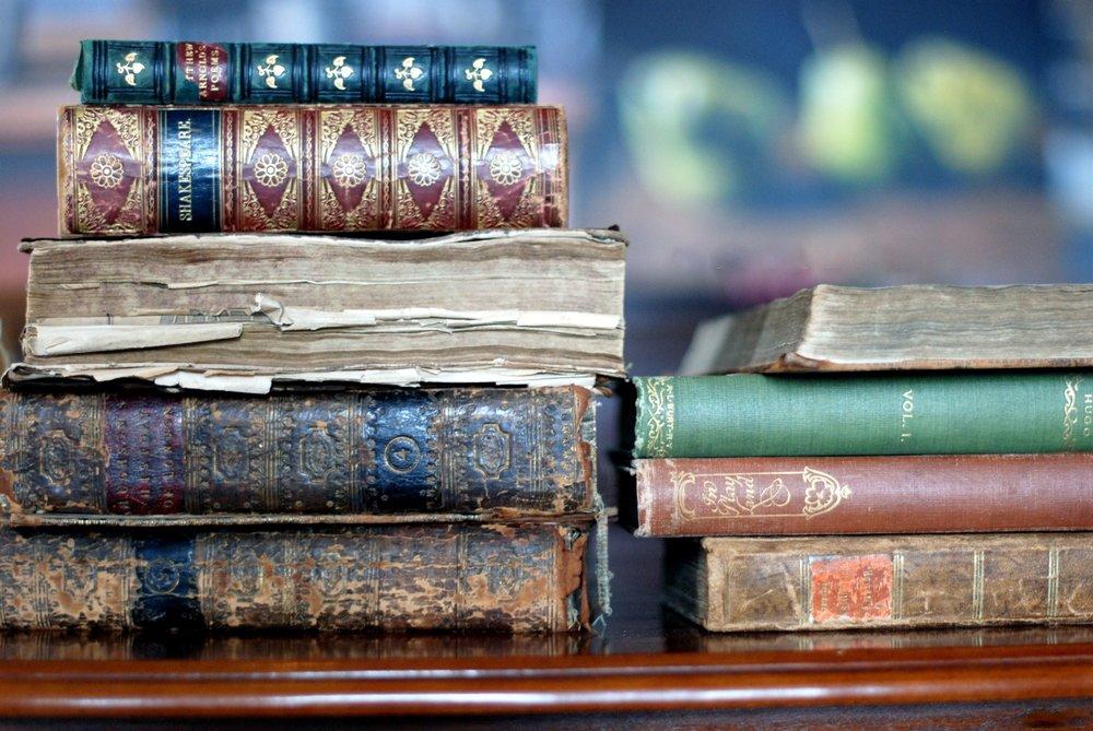 books-desktop-background-515703.jpg