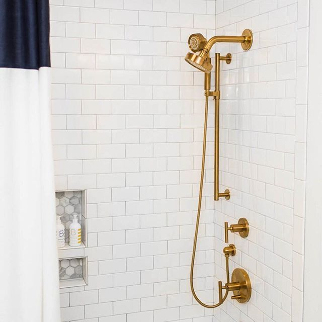 BRASS CLASS • Sometimes the perfect finish (and just the right marble detail) is all you need. Photography @michaelanthonymoss  Design @carolynleonadesign
