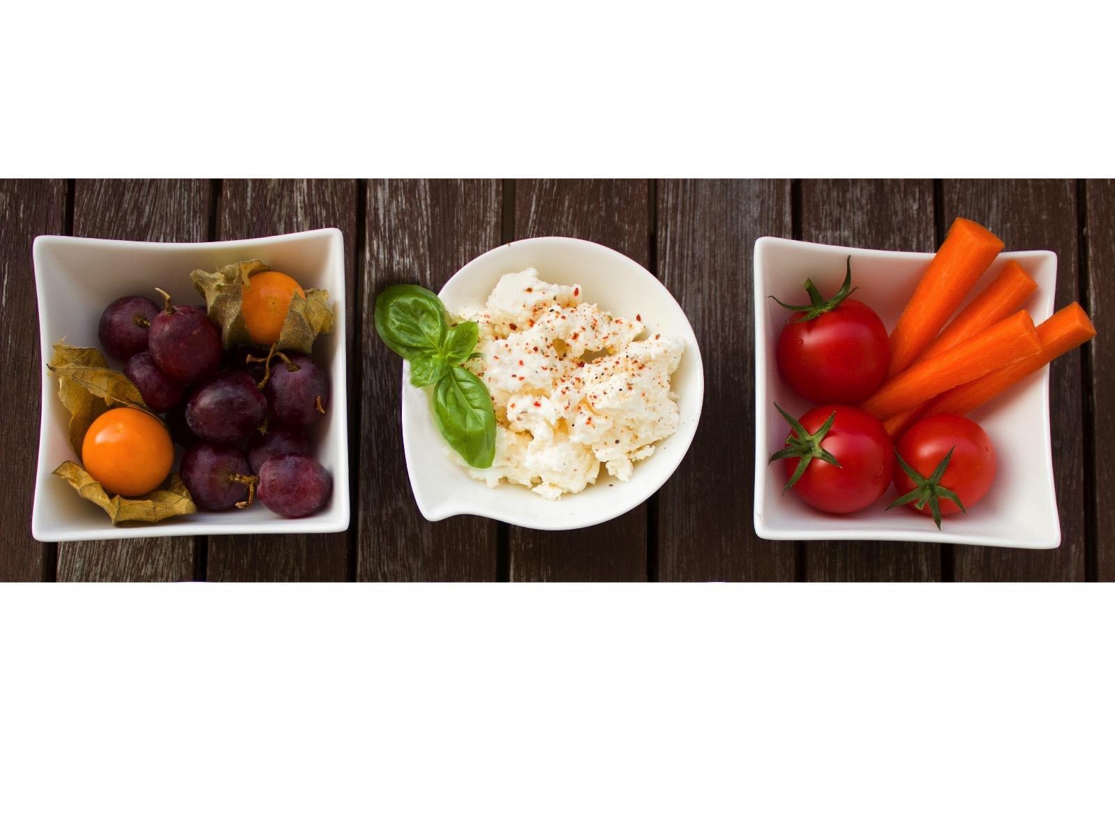hummus and veg small.jpg