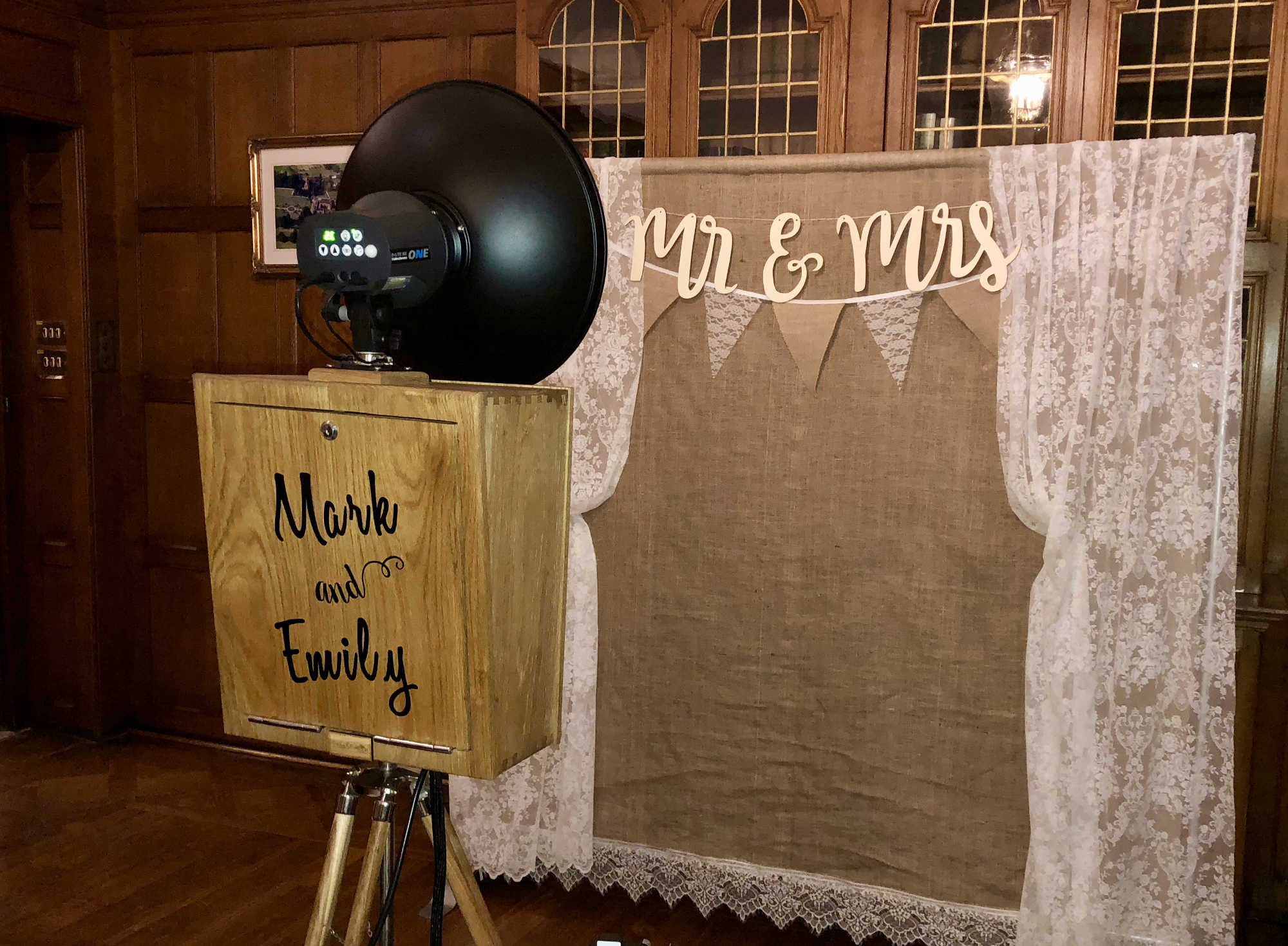Snapstation-Hessian and Lace Photo Booth Backdrop