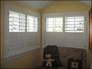 Three sided wood shutter with split tilt rod
