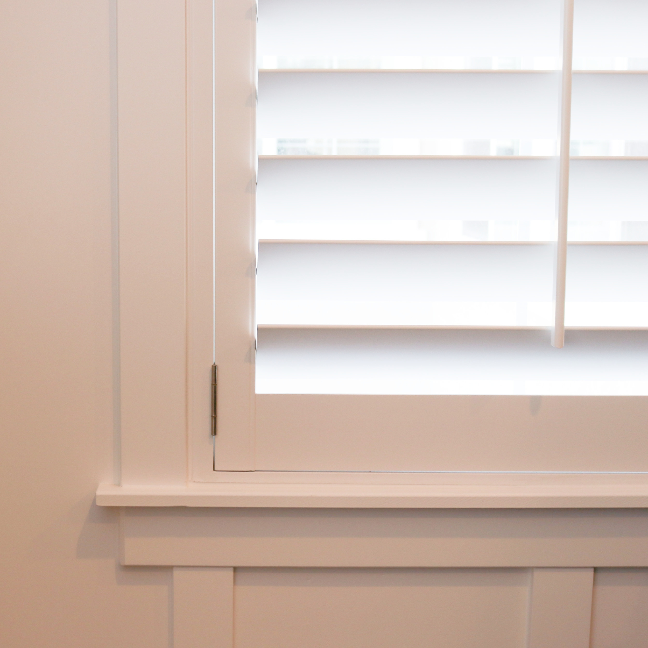 Small Z frame in modern casing, with wainscot