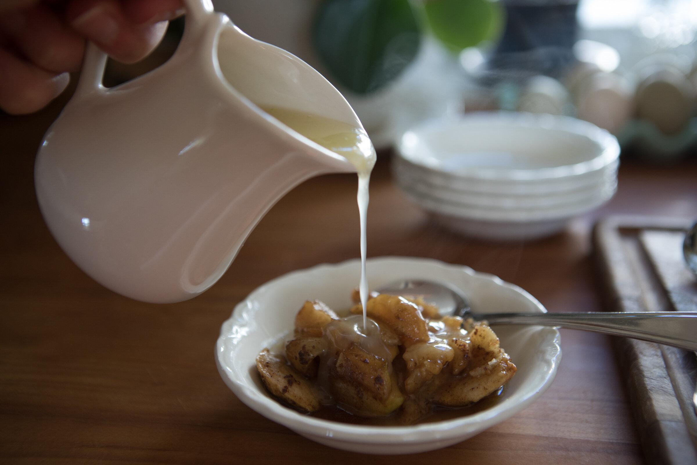 Pudding and lemon sauce