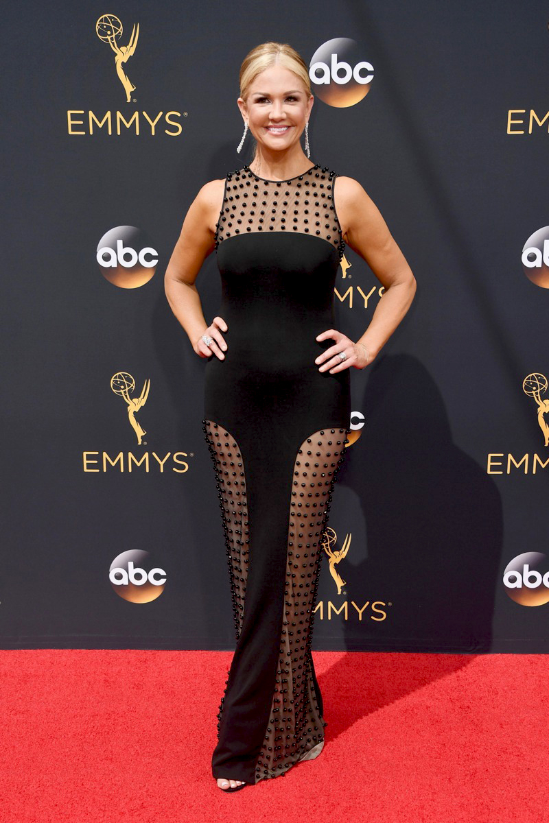Nancy O'dell at the 2016 Emmy Awards