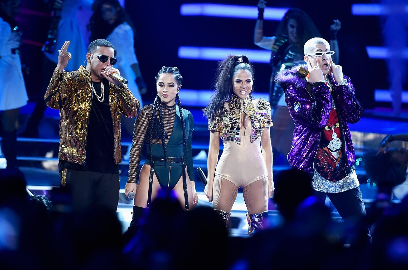 Amazing performanceby Natti Natashain CD Greene outfit atthe Latin Billboards 2018withDaddy Yankee, Becky G and Bad Bunny styled byOscar Montesdeoca