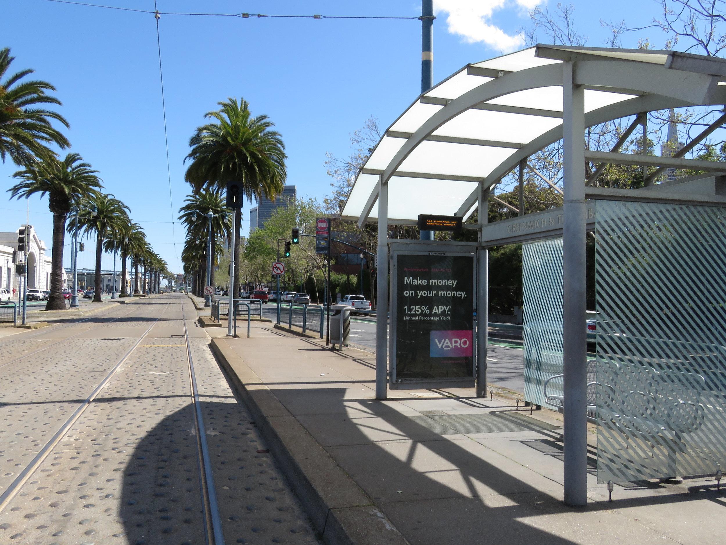 Transit Shelter #215721 (Approach).jpg