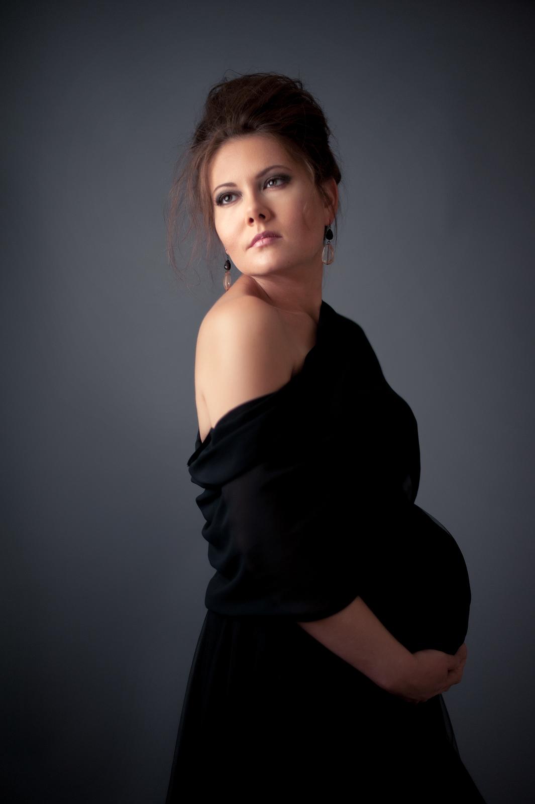 09-maternity-pose-over-shoulder-elegant-lovely.jpg