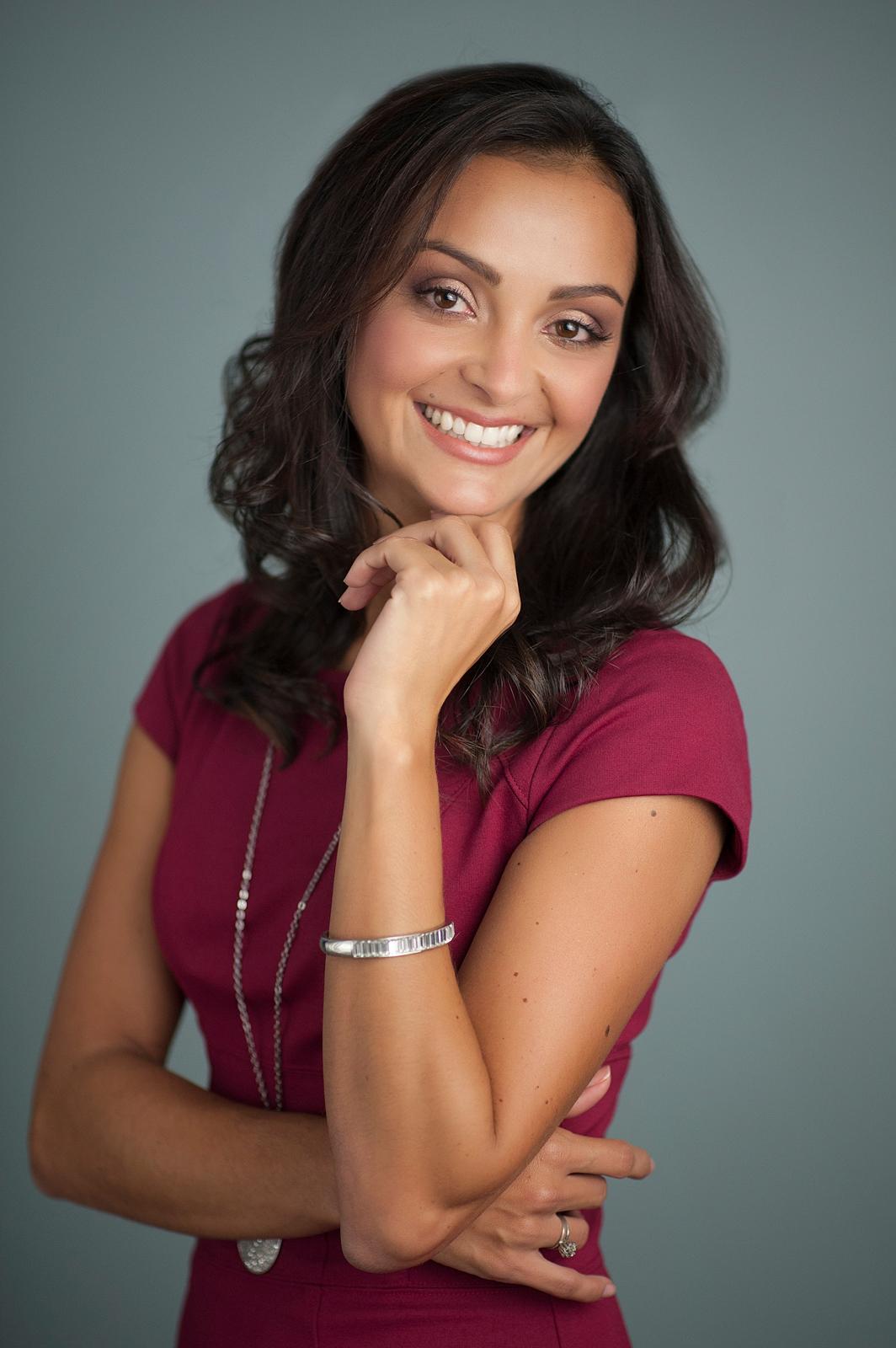39-professional-woman-friendly-pose-business-headshot.jpg