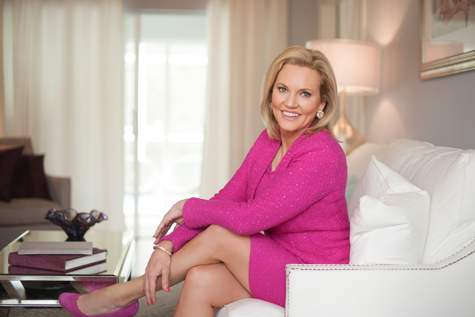 02-relaxed-fashionable-headshot-living-room-politician-beautiful-approachable-elegant-professional.jpg