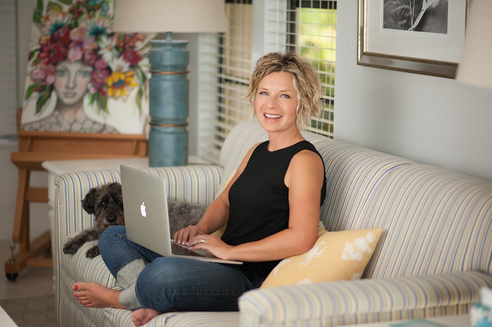 15-artist-sitting-couch-laptop-macintosh-apple-casual-working-portrait.jpg