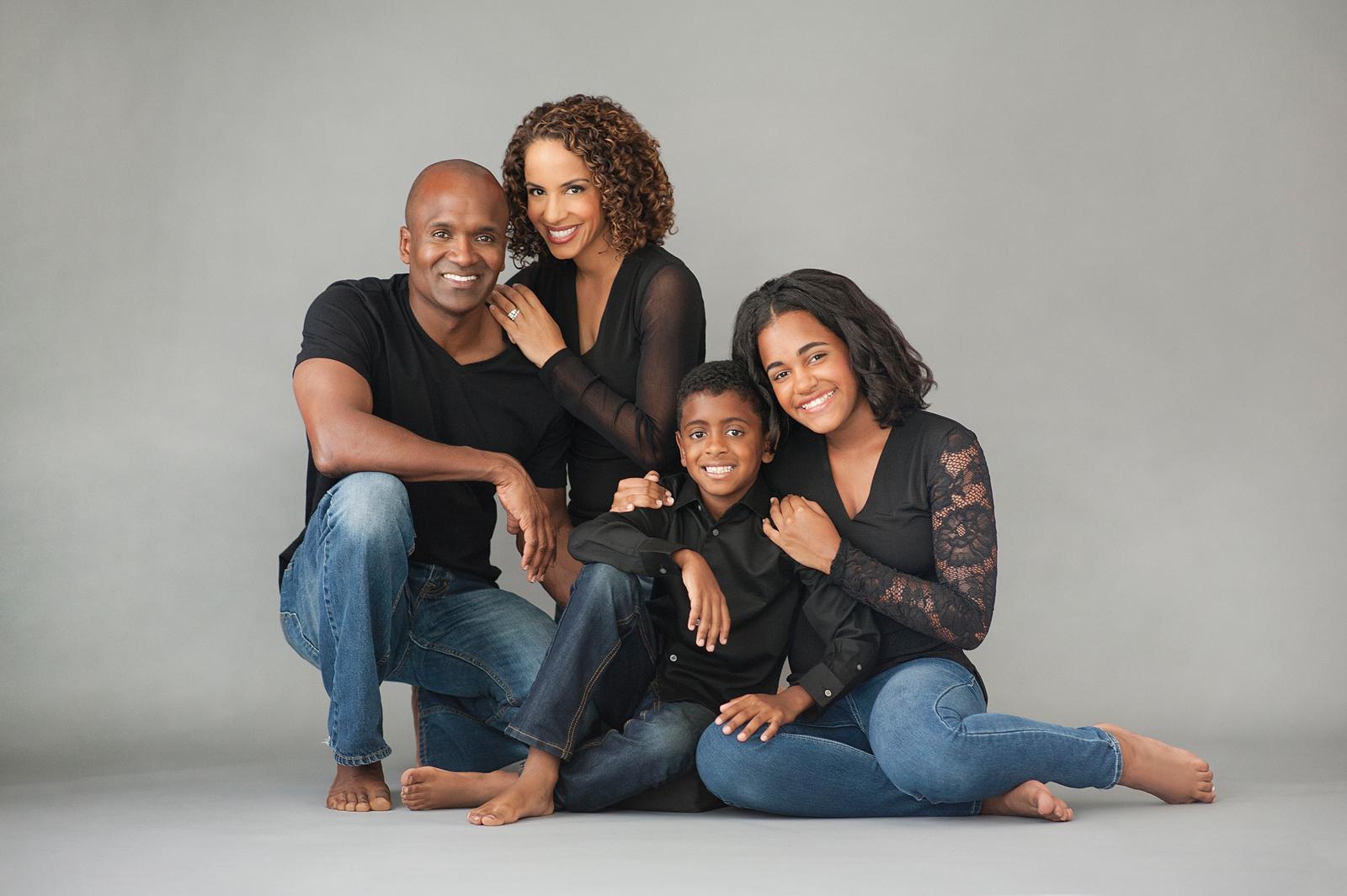 7-beautiful-family-portrait-studio-pose-coordinated.jpg