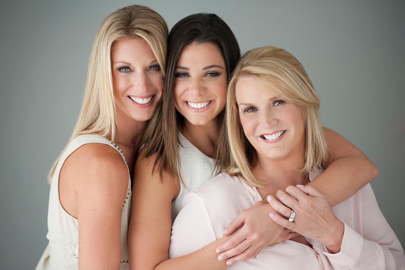 9-smiling-beauty-family-portrait-naples-fort-myers.jpg