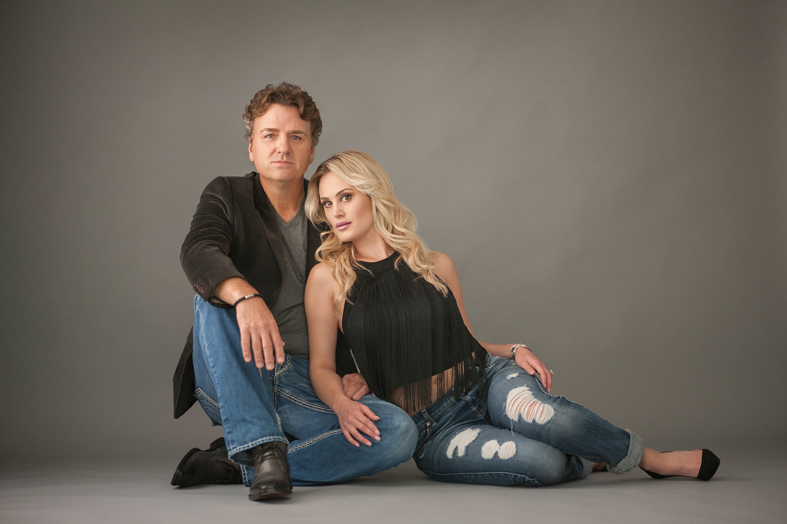 11-stunning-stylish-couple-seated-beauty-portrait-megan-dipiero-photography.jpg