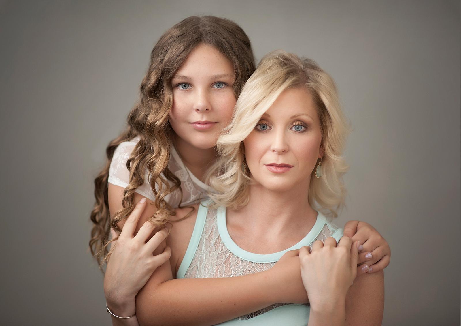 16-captivating-eyes-mother-daughter-fashion-model-soft.jpg