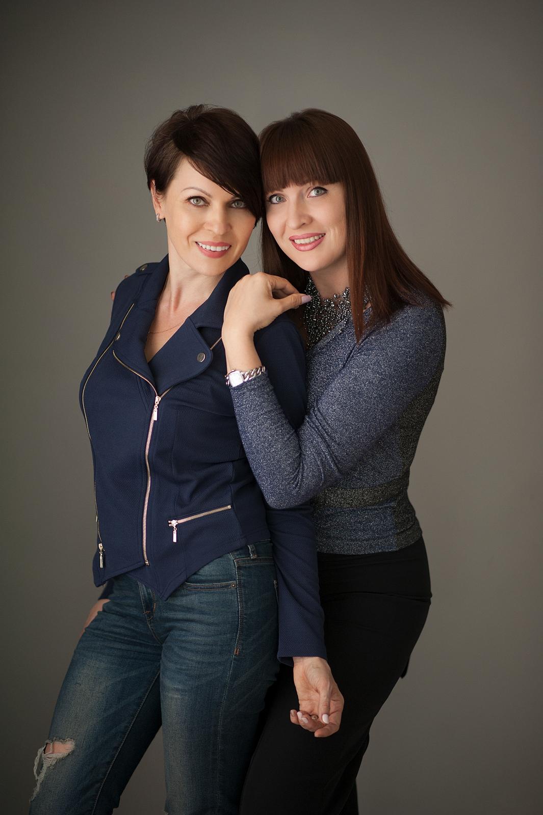 19-stunning-sisters-draatic-pose-standing.jpg