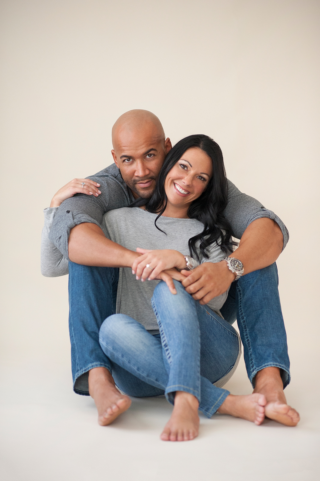 26-casual-couple-engagement-photo-jeans.jpg