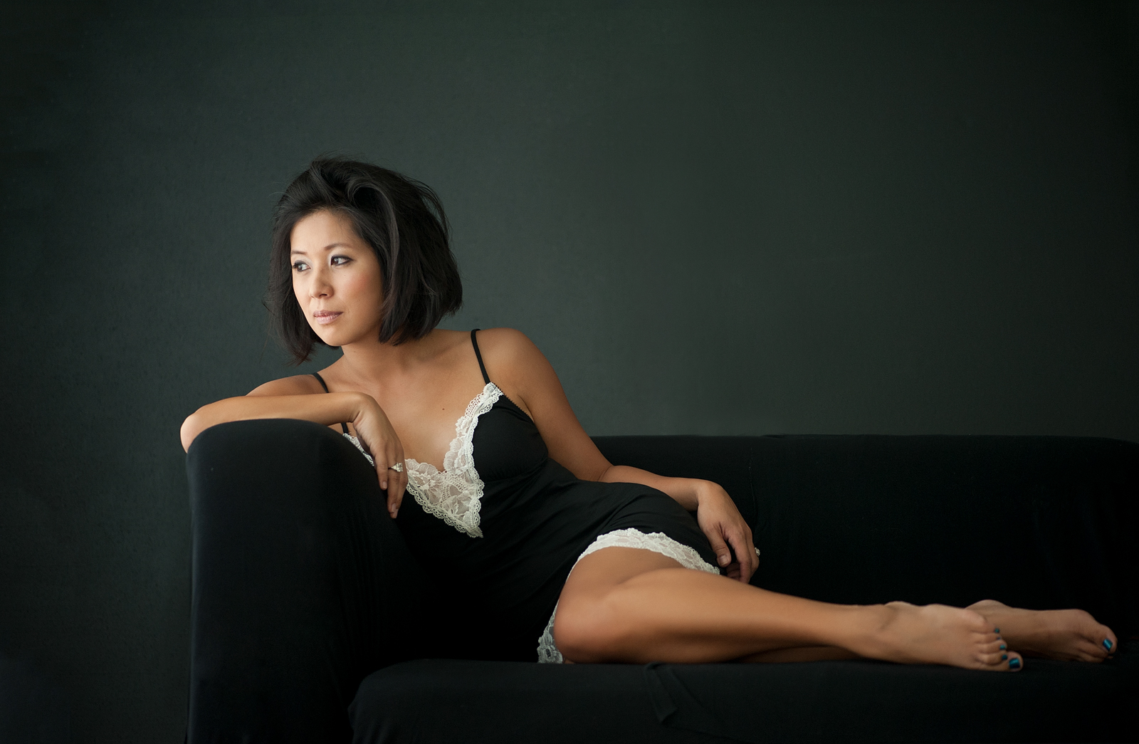 09-reclining-pose-lingerie-looking-away-introspection.jpg