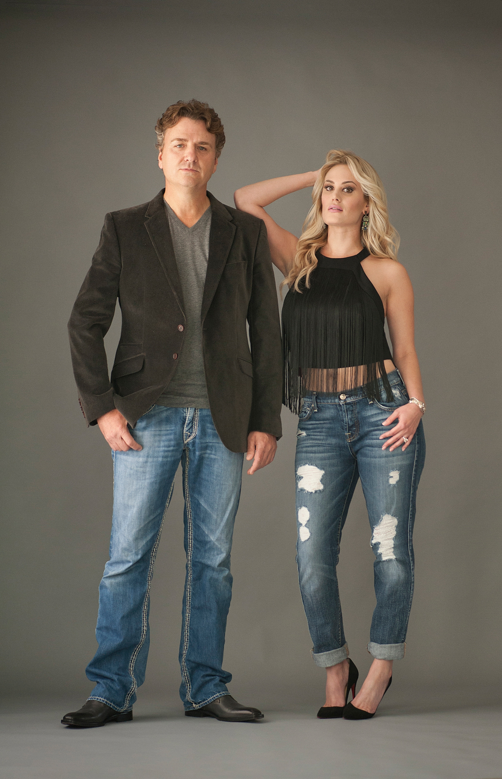 4b-husband-wife-couple-pose-attitude-jeans-standing.jpg