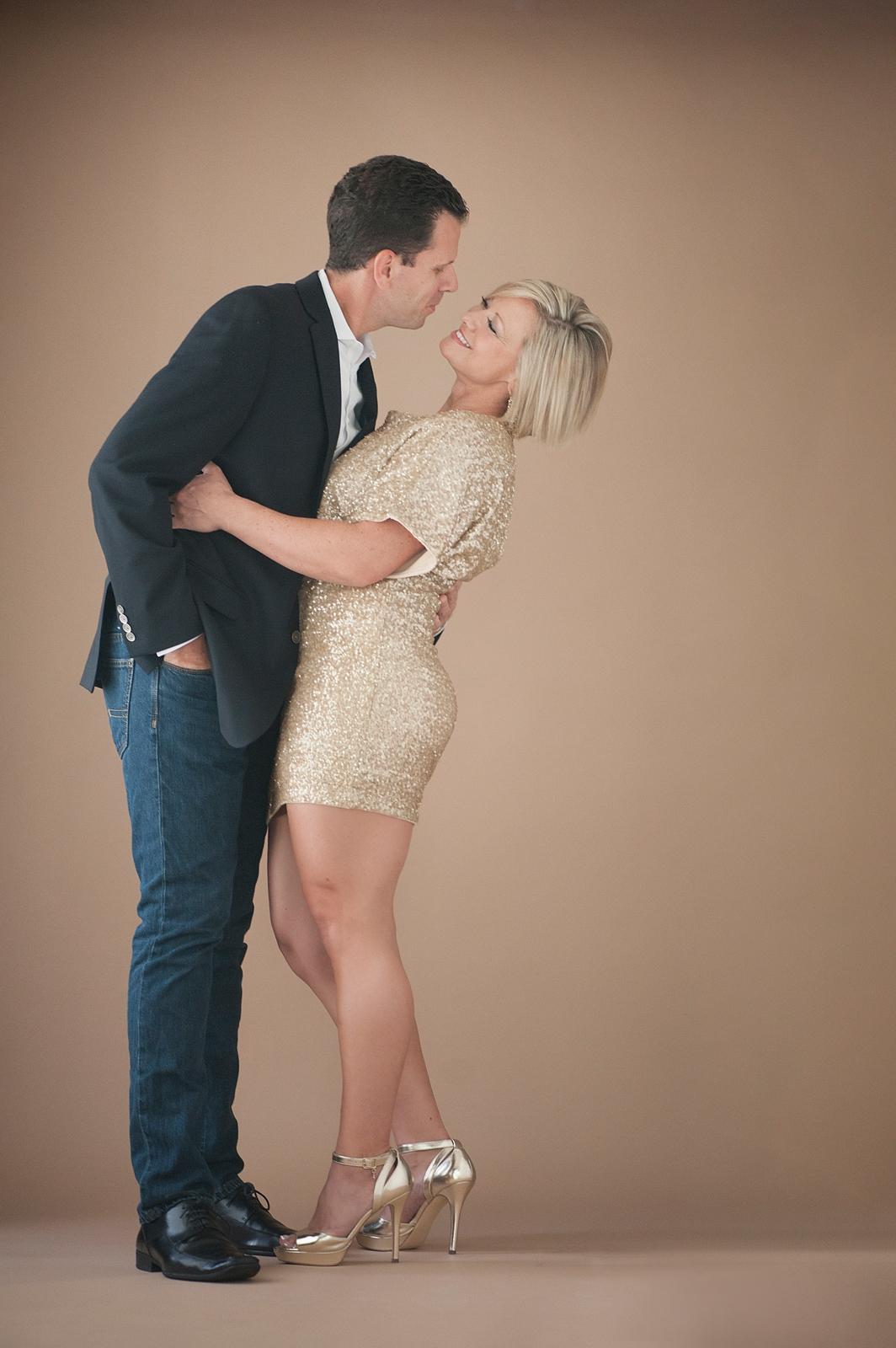 14-kissing-man-woman-leaning-fun.jpg