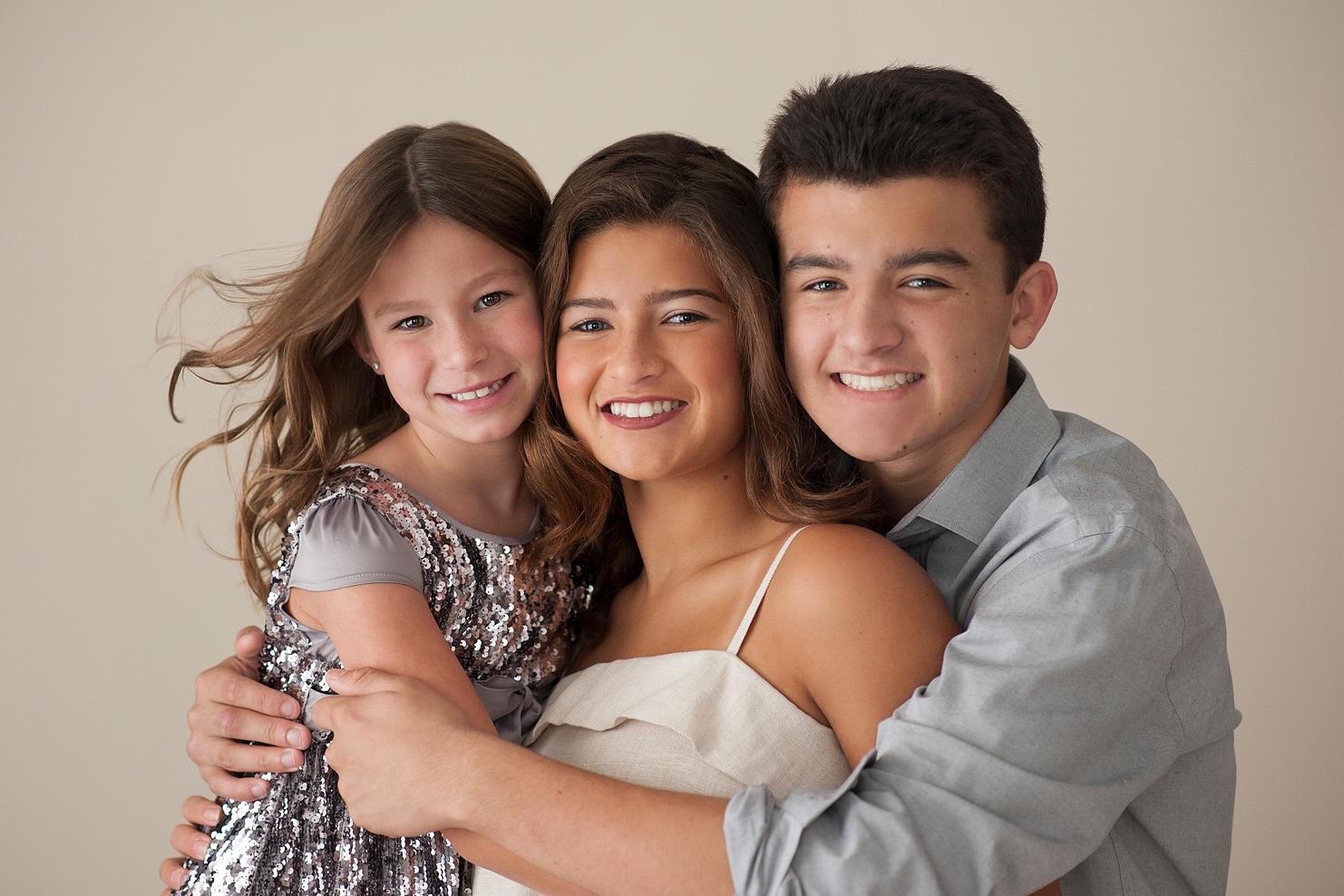 18-portrait-children-brother-sisters-wind-hair-studio2.jpg