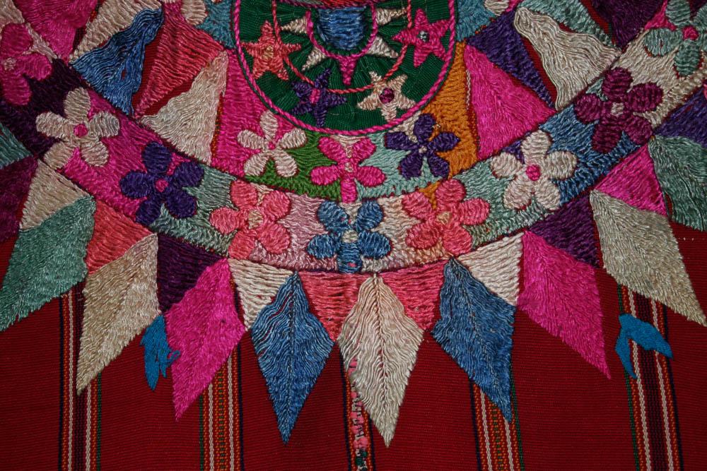 Detalle de huipil ceremonial, Patzún, Chimaltenango MI-05894 ©Archivo Fotográfico Museo Ixchel del Traje Indígena Fotógrafo. Anne Girard