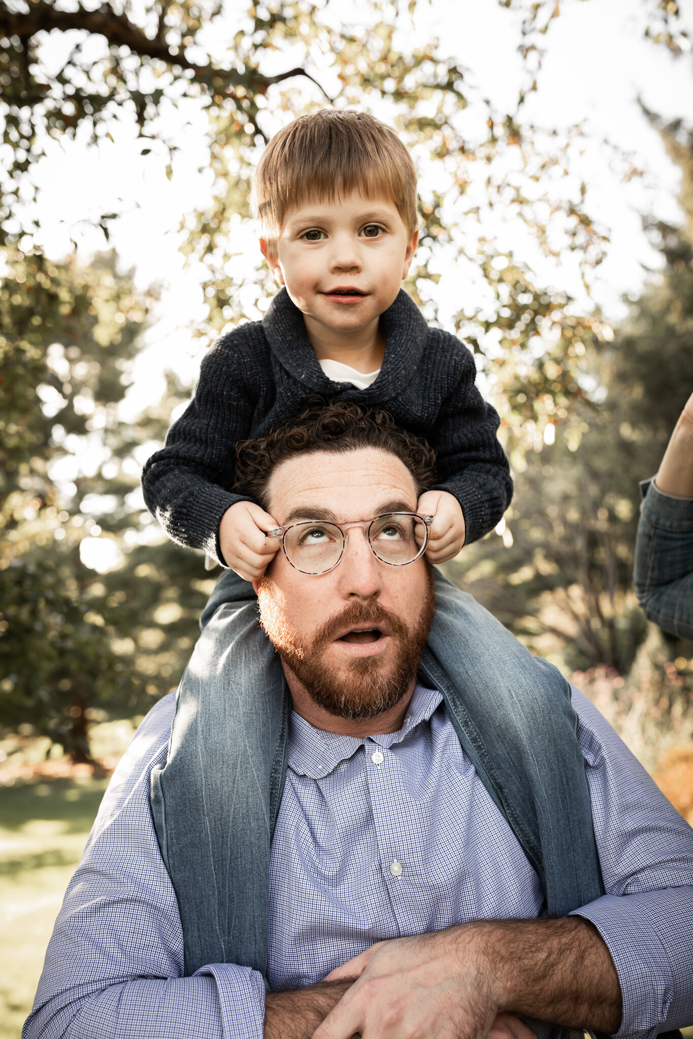 Little boy on dad's shoulders | AMG Photography