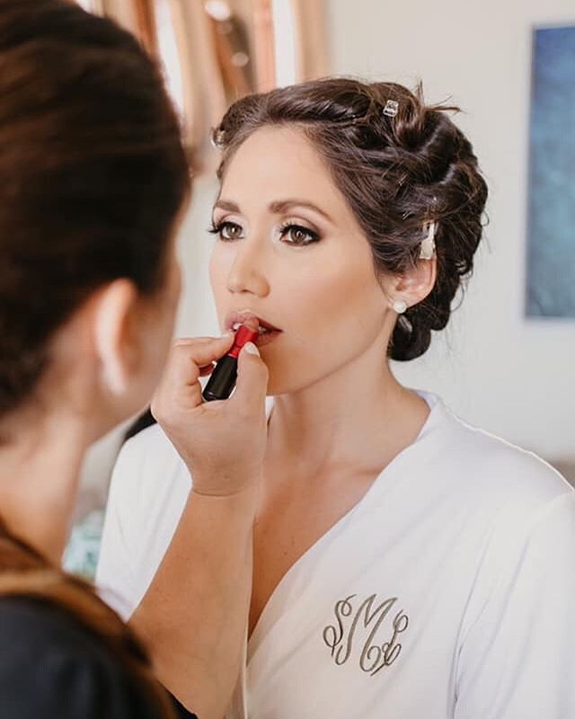 Soraya's radiant glow is the essence of beauty on the day of her wedding. She is one gorgeous bride!🥰 Hair/Makeup: @makeupartistrybyjessie 📸: @simplycaptivating • • • #bride #wifetobe #teambride #bridalhairandmakeup #destinationwedding #luxurywedding #weddingvibes #keywest #flkeys #soireekeywest #hireaplanner #weddingplanner #weddingpro #dayofcoordination #lifeofaweddingplanner #igerswedding