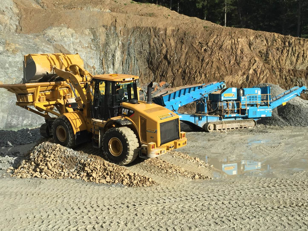 Mike Edridge Quarry Services - extraction and loading onto conveyor for grading