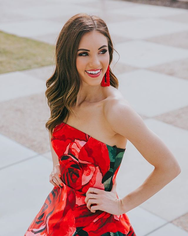 #Prom2019 is looking good🌹✨ @sherrihill