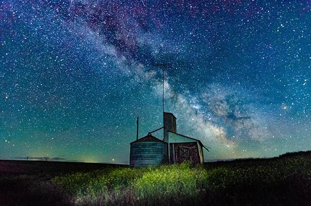 An epic evening tromping around abandoned farmland in Eastern WA and shooting the Milky Way with Kevin and Josh! #KevinRoylancePhotography #fastwideslow