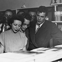 Nin at a reading in Berkeley, CA.