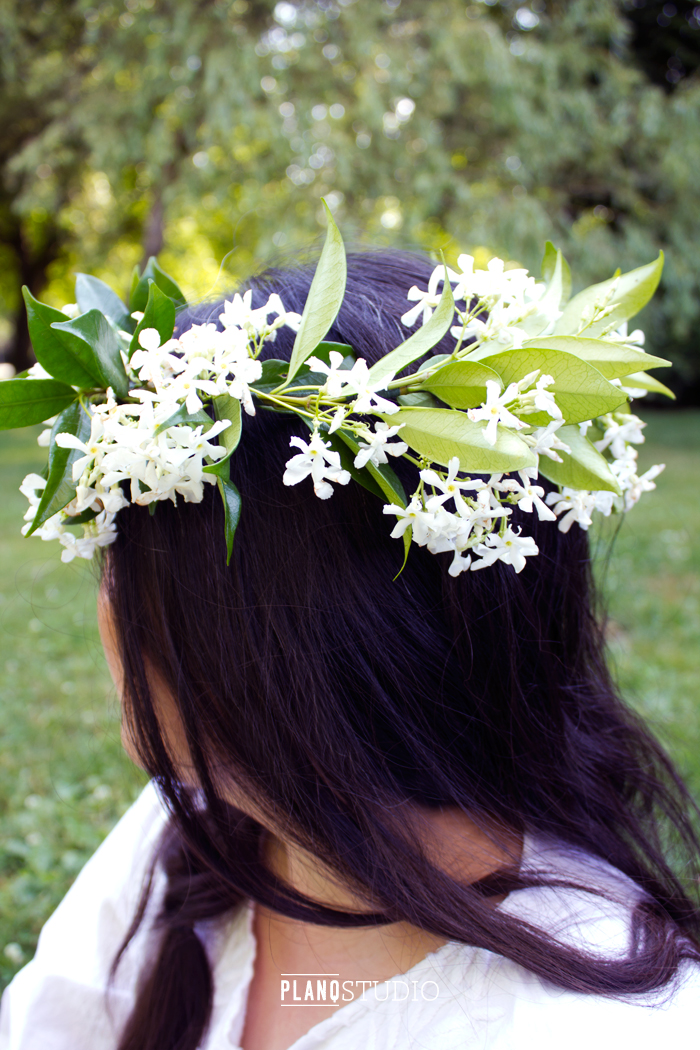 Tutorial | How to Make a Flower Crown | Wear it as a crown or use as a wreath. Great for photo props in wardrobe and portrait photography. | by Planq Studio
