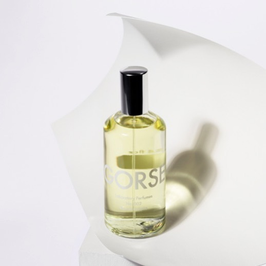 The essence of a sunny day in the countryside, blushing shoulders and hazy afternoons—GORSE by @laboratoryperfumes is what Sundazed tried to be, an ode to summer. It's named after the golden gorse flowers that grow in coastal Provence, which impart upon the air a soft coconut-vanilla smell. As for the perfume: it's not pina colada coconut or sunscreen coconut, just the soft creamy idea of white flesh underscored by the TINIEST trace of cardamom, made zippy with a little citrus at the top. Easy, as summer should be.  _ @laboratoryperfumes • citrus, coconut, gorse flower, cardamom • $99CAD/100ml • photo via @carosomerset