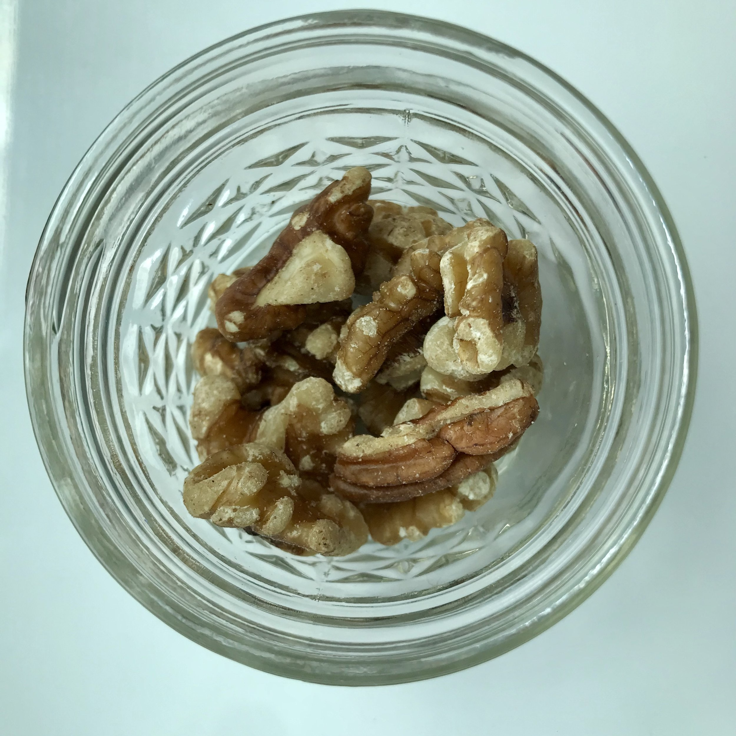 100-calorie-walnuts.jpg