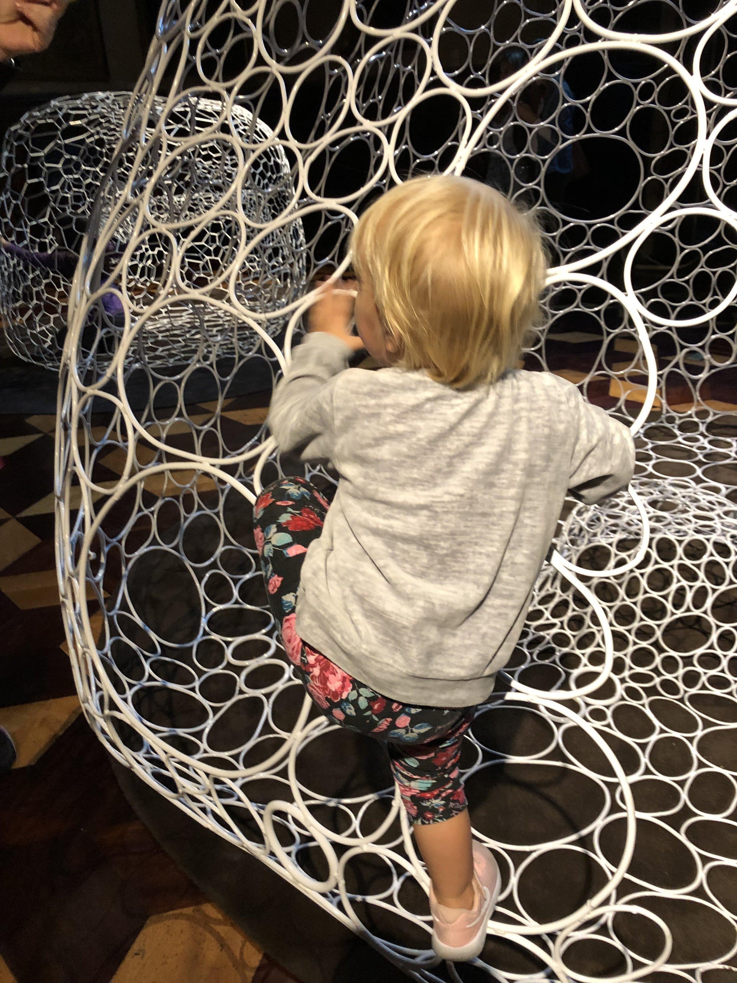 Climbing the art at Museo del Arte Decorativo