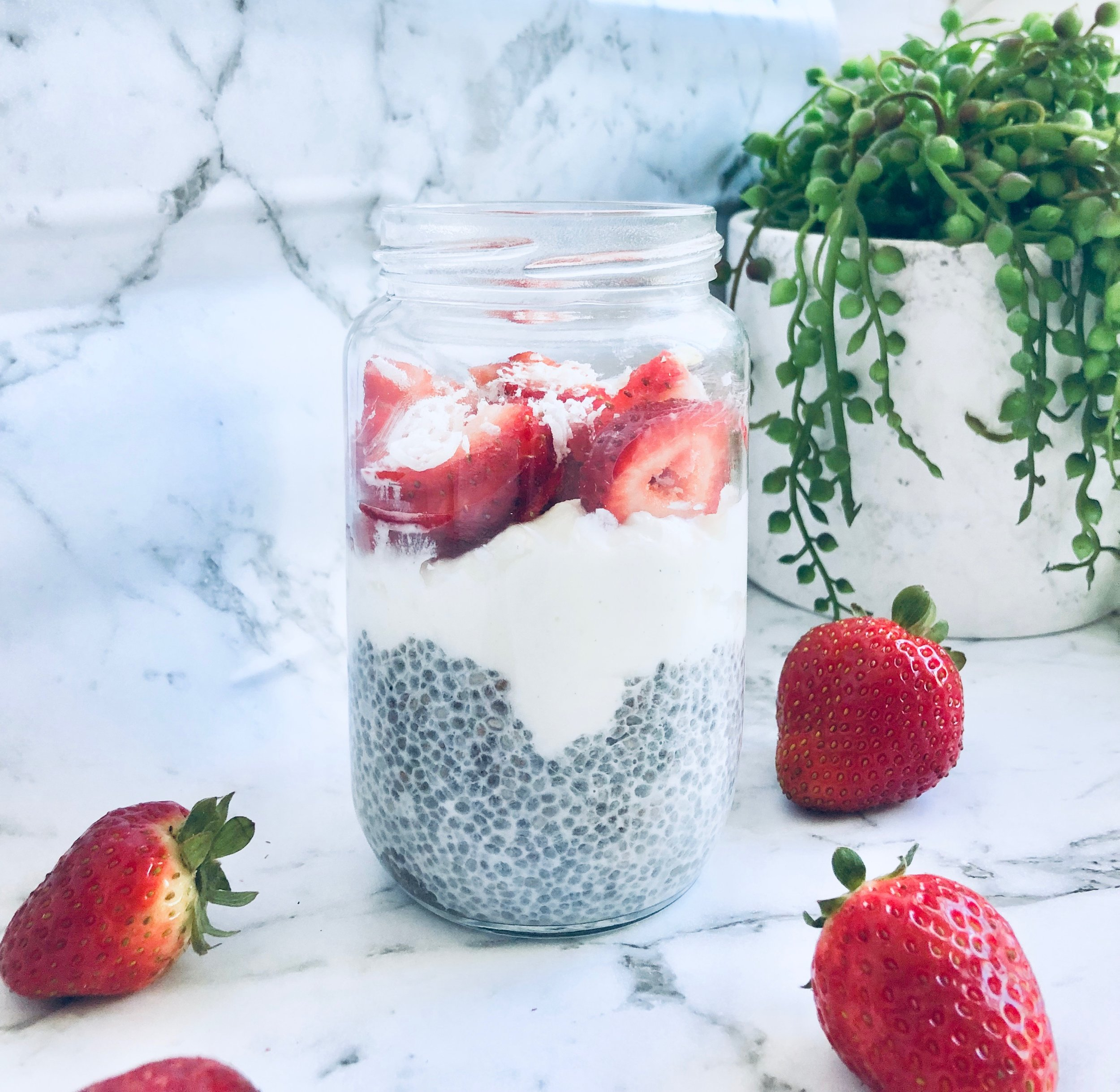 - Ingredients ½ cup chia seeds 2 tablespoons pure maple syrup or 4 - 6 drops of drops pure liquid stevia2 cup coconut milk½ cup strawberries, sliced Method Add the chia seeds, sweetener and coconut milk to a jars and stir. Place in the fridge to set. It's ready to go in just about 30 minutes, but you could leave it overnight if you want. Remove from fridge, top off with fresh strawberries, a sprinkle of coconut flakes and a scoop of coyo.Serves 4