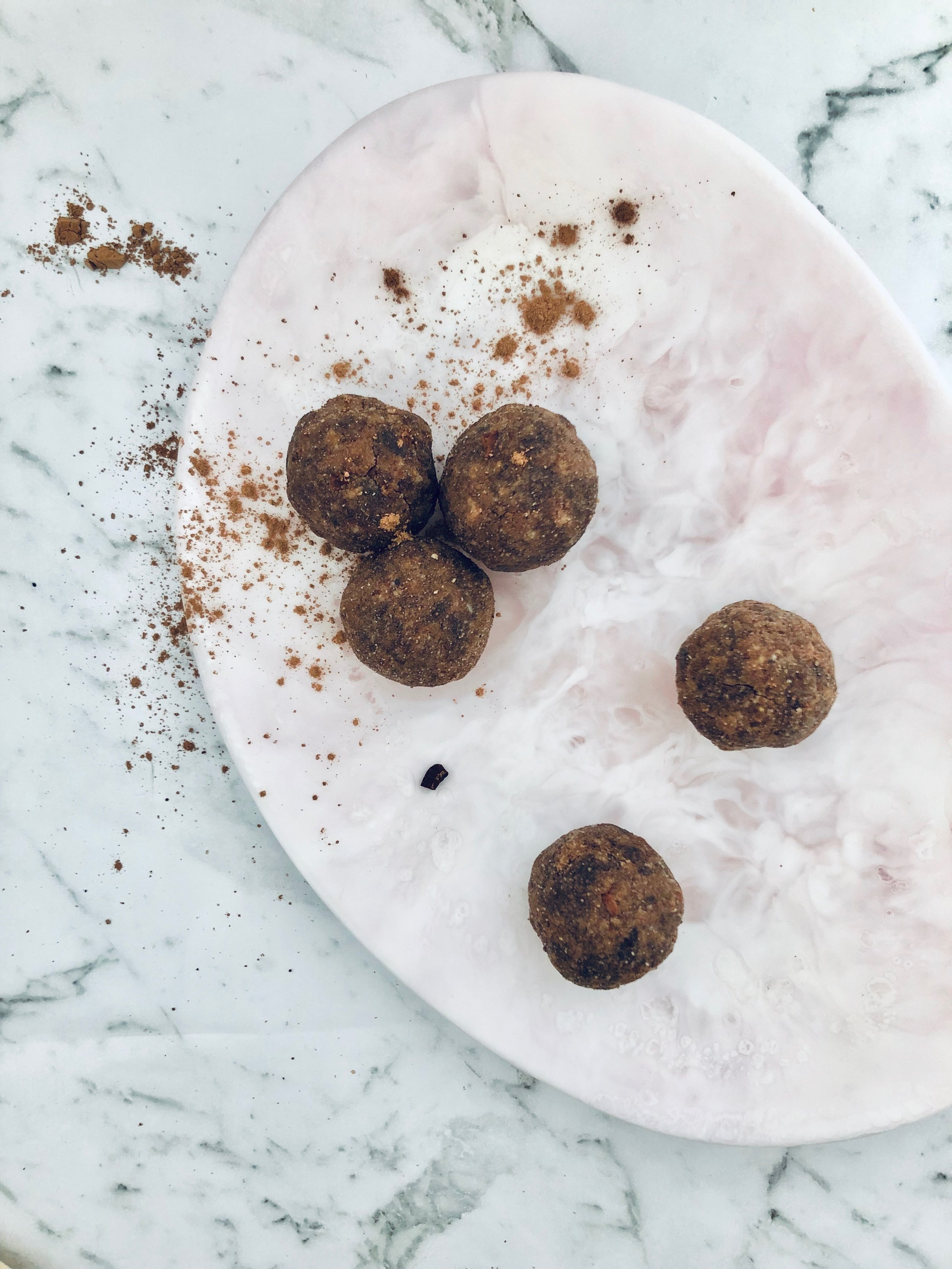 - You know that feeling around mid afternoon when the hunger pains are REAL!!! Well my Clean Fudge Brownie Bliss Balls are a delicious, balanced snack to reach for!Ingredients 1/2 cup of sunflower seed butter (any other nut butter can be used) 🥜Few drops of pure liquid stevia1/3 cup of almond meal or coconut flour2 tbsp of @morlife_ cacao powder 🍫A serving of @incaorganics clean protein powder (go for cacao flavour)1 tbsp of @morlife_ cacao nibs 🍫 MethodBlend all the ingredients together in a high-speed blender or combine in a large mixing bowl. Transfer in a large mixing bowl and grab a hand full of the mixture and roll them into golf ball sized balls. Store in a container in the fridge and enjoy 💗