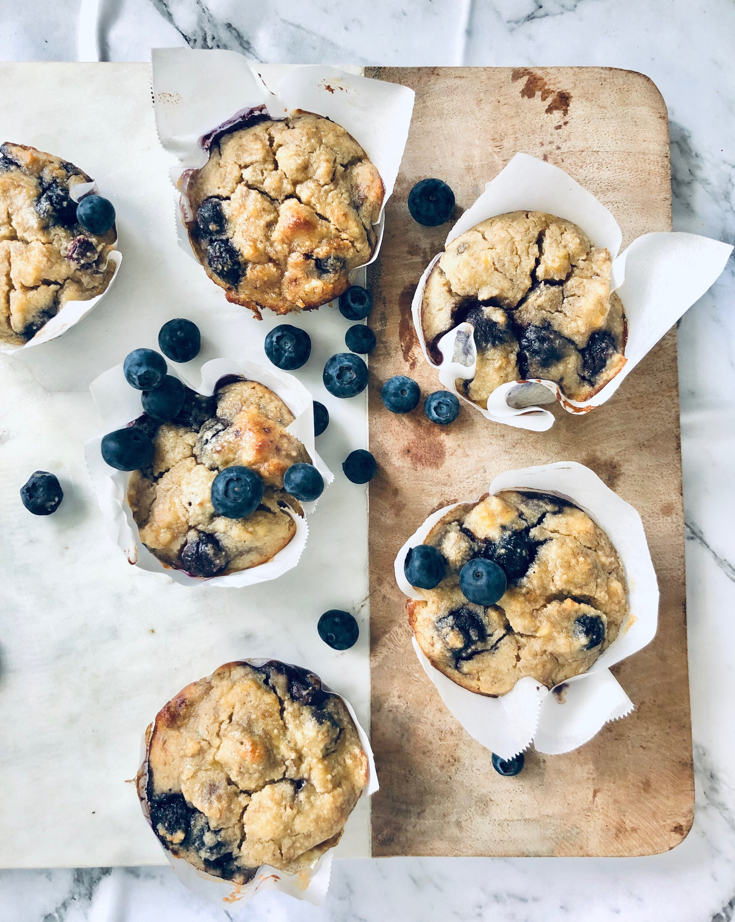 - Gluten-free, super moist, and loaded with sweet raspberries, these muffins are great for on the go brekky or an afternoon pick me up. Let's bake!Ingredients225g of Bananas, mashed 2 Egg ¾ cup blueberries, fresh or frozen Sweetener to taste, I used 1 tsp @nirvanahealthproducts pure ground stevia 1 1/2 cups of Almond meal 2 tsp Baking powder 1/2 tsp Salt 1 tsp ground vanilla I used @terramadreorganics 1/4 cup Coconut oil Dash of Almond milk (depends on consistency of mixture) I used @pureharvest Method Grease and line a muffin tin with baking paper. Mash bananas in a mixing bowl then add 2 eggs. Combine with a fork then add all dry ingredients. Mix together, adding dashes of almond milk if mixture is too thick. Carefully fold in the raspberries Pour/spoon into muffin tray. Bake in preheated oven at 170 degrees fan forced for about 15 - 20 minutes.