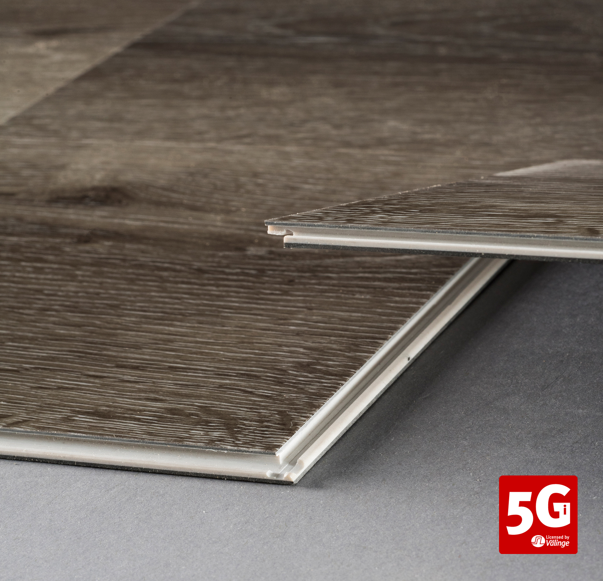 5G-i-LVT-close-up_WEB+LOGO.jpg