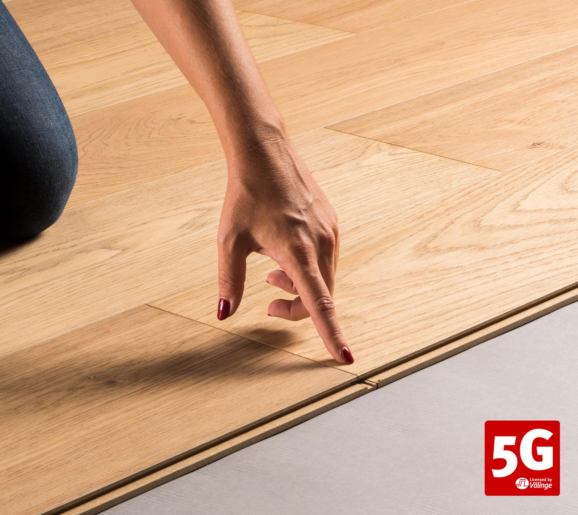 5G-wood_One-finger_WEB+LOGO.jpg