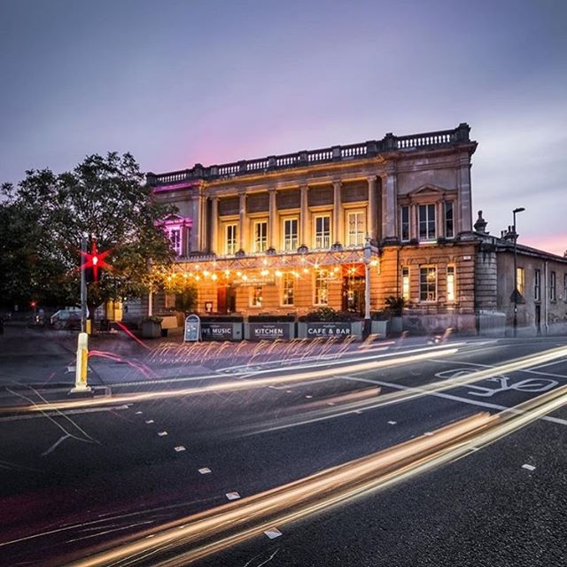 📸 Take a bow @brilliantbath 😍👏 #OldTrainStation #Bath #VisitBath #BathUK #SWisBest #BBCBristol #VisitEngland #longexposure #lighttrails #trainstation #restaurant #architecturephotography #architecture #architectural #symmetry #symmetrical #architectures #architecture_hunter #batheats #bathdrinks #eatlocal #eatfresh