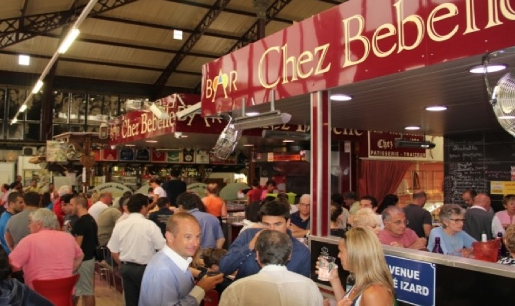 Don't miss Chez Bebelle … - in les Halles de Narbonne! If you love food and farmer's markets 'les halles' are the place to go. These indoor city markets are a treat for the senses