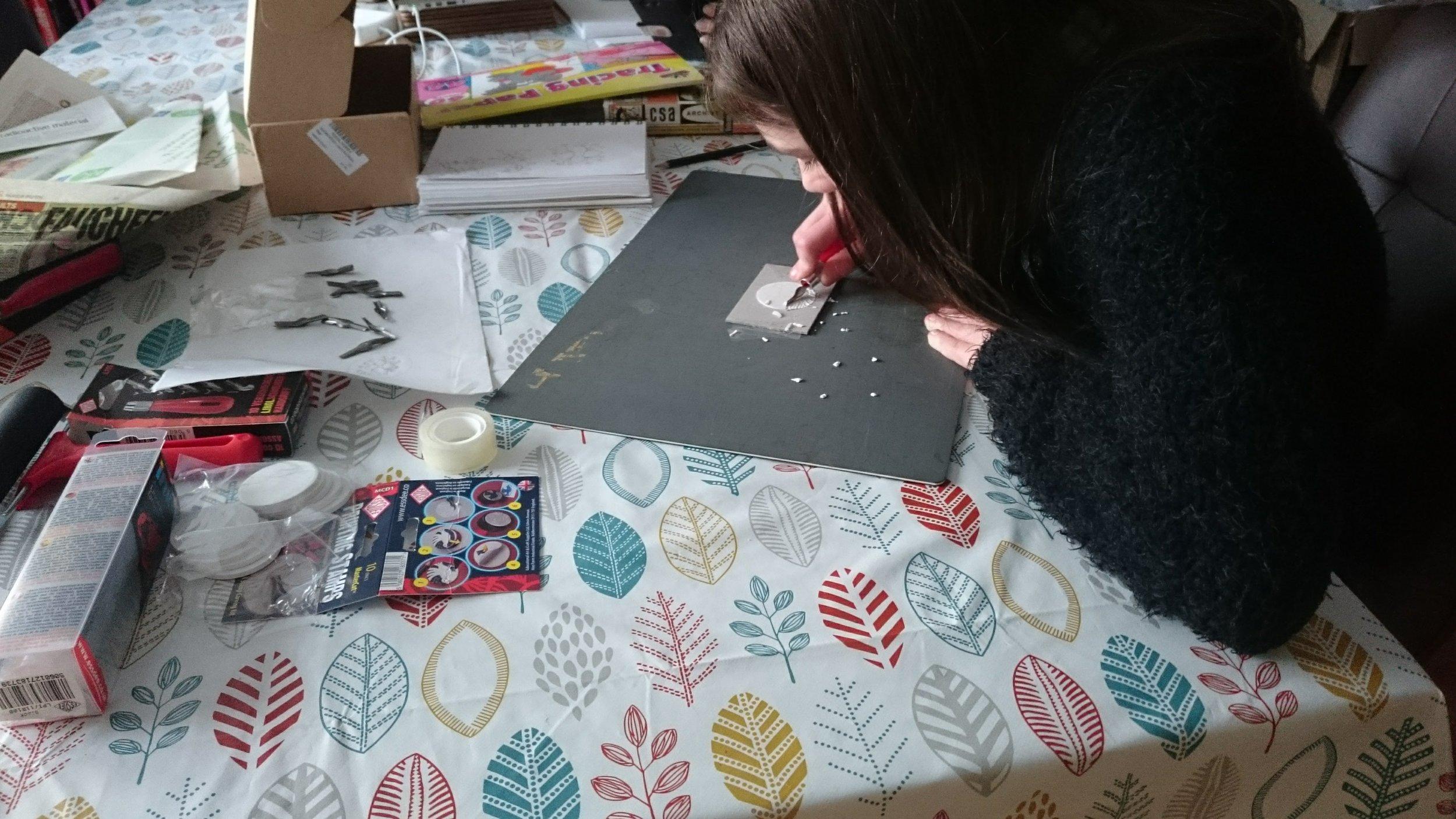 kids getting creative with lino cuts