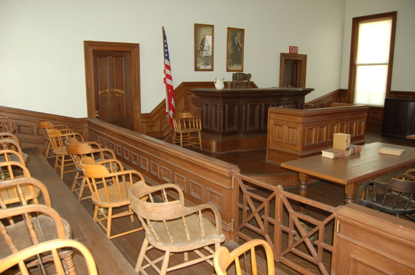 Photo: Wikimedia Commons, https://commons.wikimedia.org/wiki/File:Tombstone-courthouse-shp-courtroom.jpg